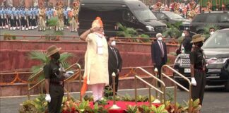 PM Modi hoists Indian flag on Independence day