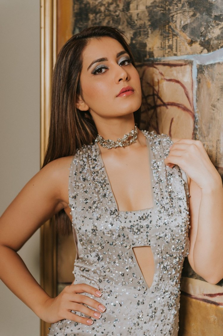 Raashi Khanna Beautiful Gallerys