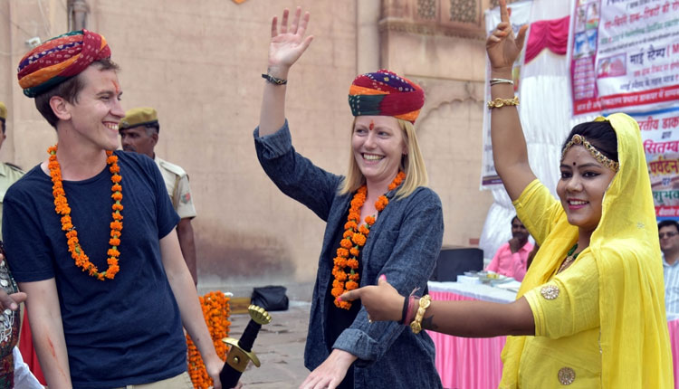 Mutant strain: Over 800 tourists from UK land in Raj in a week