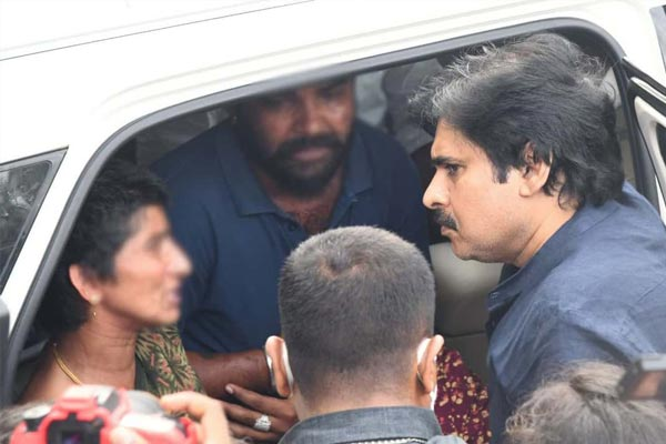 Pawan Kalyan visits the family of the 6-year-old victim