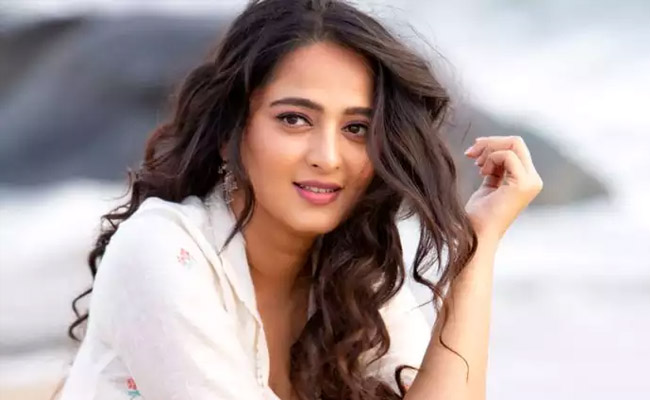 Anushka gets a shock from a fan